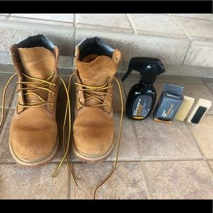 Women's Timberland boots w/ cleaning set!